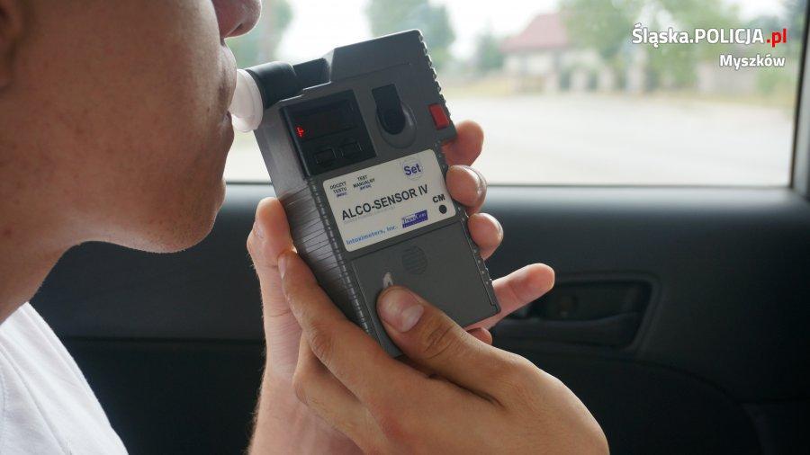 Policjant zatrzymał pijanego kierowcę w czasie wolnym od służby